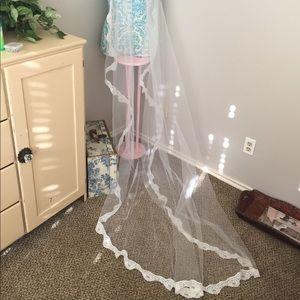 Wedding veil. White with headpiece